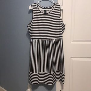 Limited sleeveless dress, navy/white